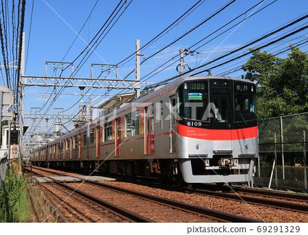 한신 선을 달리는 산요 전철 6000 계 전동차 69291329