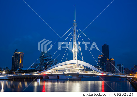 臺灣高雄駁二大港橋Taiwan Kaohsiung Pier Two Dagang Bridge 69292524