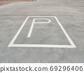 White parking sign on the ground without any arrow for direction 69296406