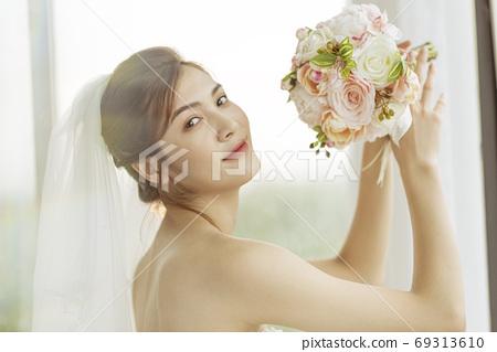 여성 신부 69313610