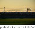 새벽 첫차 열차 시골가는 첫차 전철 69331652