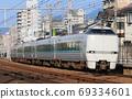 """通过芦屋站的通勤特快"""" Raku Raku Harima"""" 69334601"""