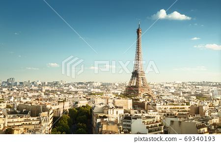 Skyline of Paris with Eiffel Tower, France 69340193