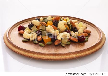 盤子,營養,綜合堅果,プレート、栄養、ミックスナッツ、Plate, mixed nuts, 69345016