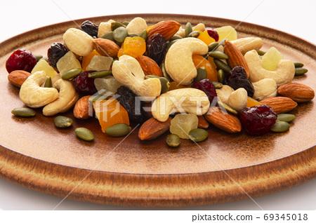 盤子,營養,綜合堅果,プレート、栄養、ミックスナッツ、Plate, mixed nuts, 69345018