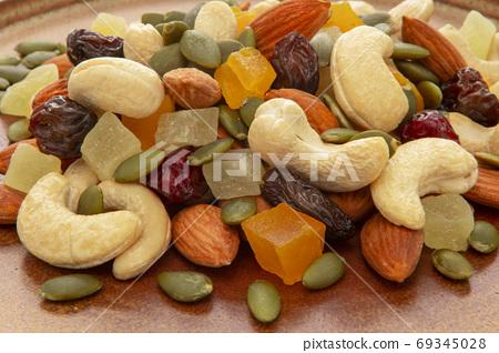 盤子,營養,綜合堅果,プレート、栄養、ミックスナッツ、Plate, mixed nuts, 69345028