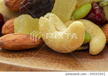 盤子,營養,綜合堅果,プレート、栄養、ミックスナッツ、Plate, mixed nuts, 69345041