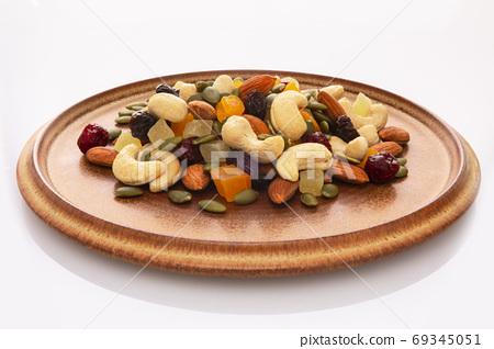 盤子,營養,綜合堅果,プレート、栄養、ミックスナッツ、Plate, mixed nuts, 69345051
