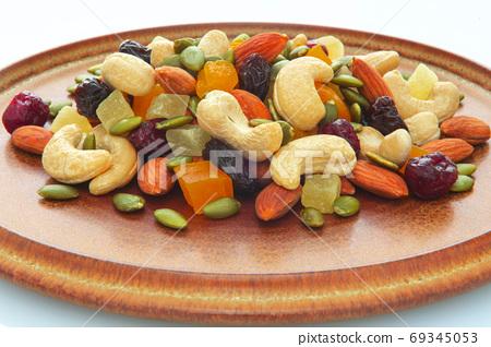 盤子,營養,綜合堅果,プレート、栄養、ミックスナッツ、Plate, mixed nuts, 69345053