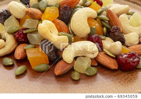盤子,營養,綜合堅果,プレート、栄養、ミックスナッツ、Plate, mixed nuts, 69345059