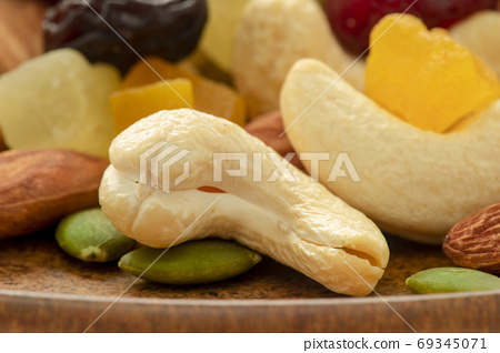 盤子,營養,綜合堅果,プレート、栄養、ミックスナッツ、Plate, mixed nuts, 69345071