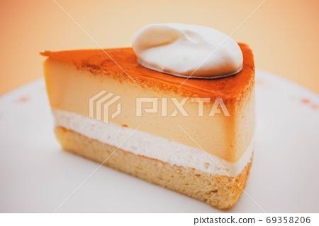 意大利布丁蛋糕配新鮮奶油 69358206