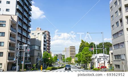 本滕乔十字路口,晴朗的天气 69362952