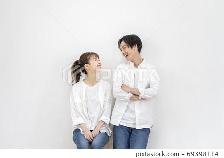 一對年輕男人和女人夫婦的形象 69398114