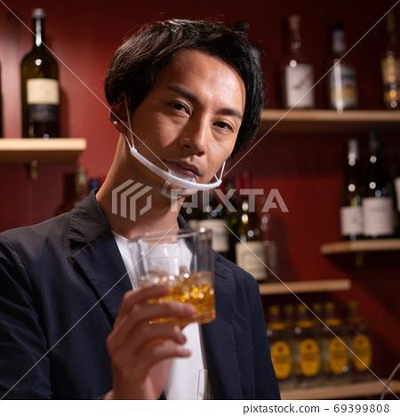 裝上口罩並用作清酒的酒保坊,以對抗新的電暈感染 69399808