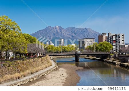 Sakurajima seen from the Koto River 69411158
