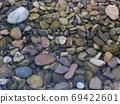 鵝卵石在水中 69422601