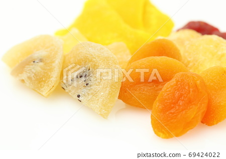 Dried fruit 69424022