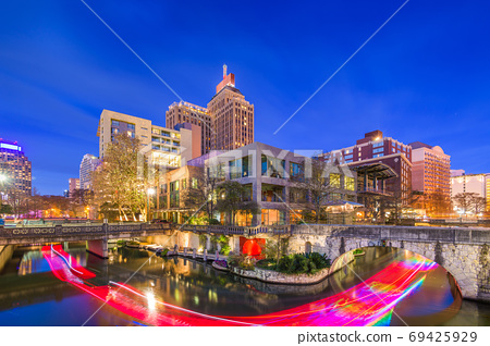 San Antonio, Texas, USA skyline on the river walk 69425929