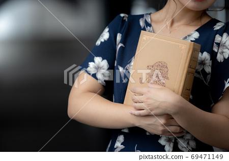 Do you like books 69471149