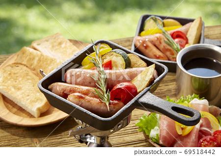 在煎鍋中輕鬆進行戶外烹飪 69518442