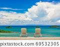 Couple of beach beds on tropical beach with beautyful blue sky 69532305
