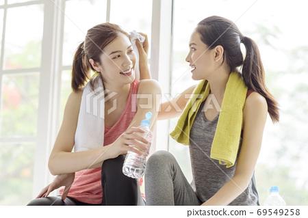 Female sports conversation  69549258