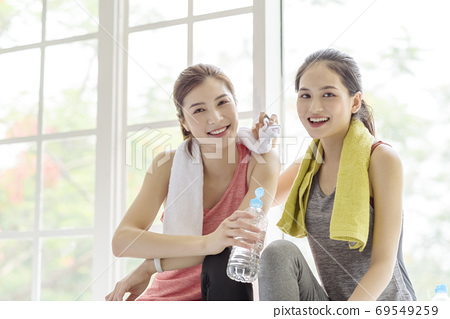 Female sports conversation  69549259