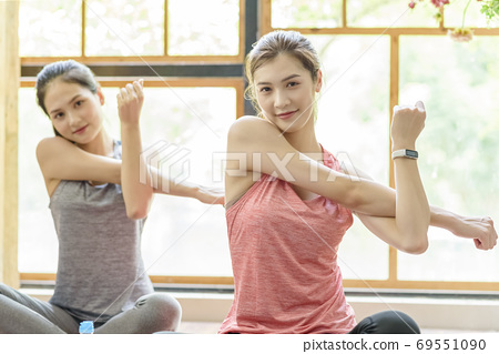 Women sportswear 69551090