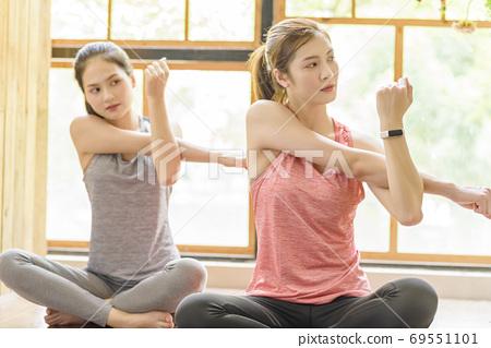 Women sportswear 69551101