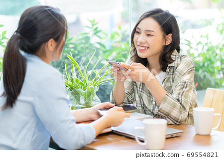 two woman conversation 69554821