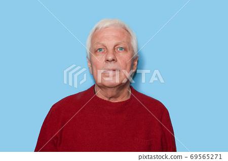 Confident senior man. 69565271