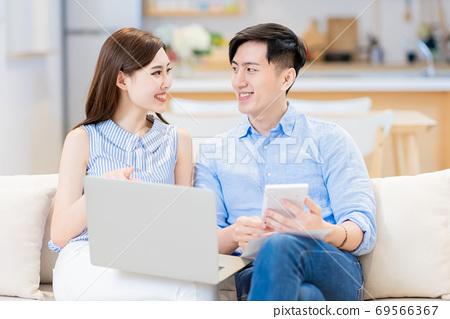couple discuss finances at home 69566367
