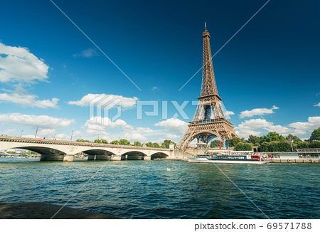 Seine in Paris with Eiffel tower in morning time 69571788