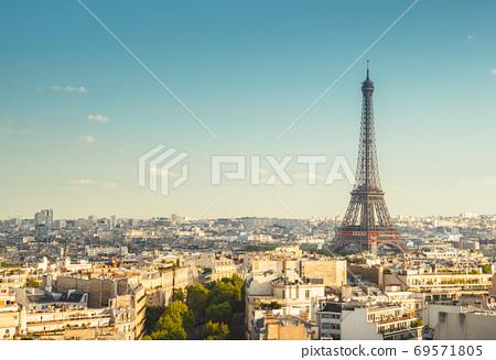 Skyline of Paris with Eiffel Tower, France 69571805