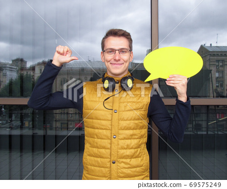 Smiling young woman holding a yellow plate in the hands 69575249