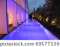 酒店的夜池以夢幻般的陰影點亮 69577339