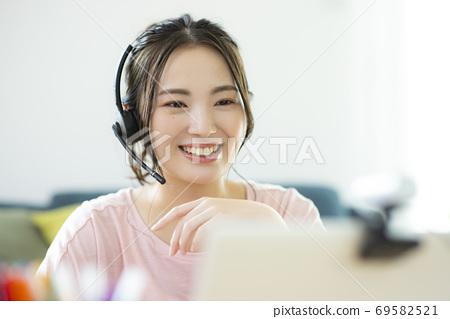 여성 재택 근무 공부 온라인 수업 69582521