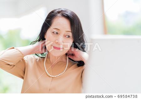 시니어 여성, 미용 69584738