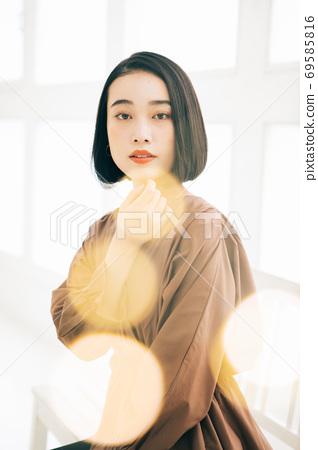 年輕女性(短髮,短髮,中型頭髮)的髮型形象 69585816