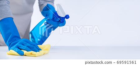清潔 乾淨 防疫 家事 家務 clean house table woman 家政婦 クリーナー 69591561