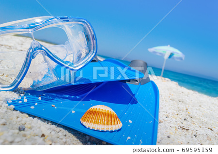 Diving mask and flippers on the sand 69595159