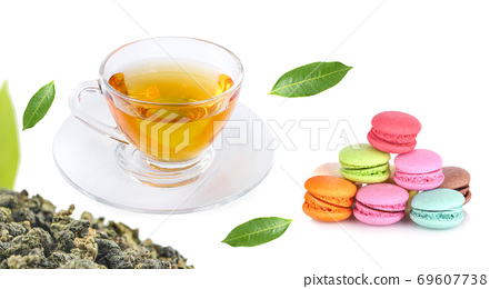 cup of hot tea set with macaroons 69607738