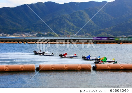 Race boat 69608040