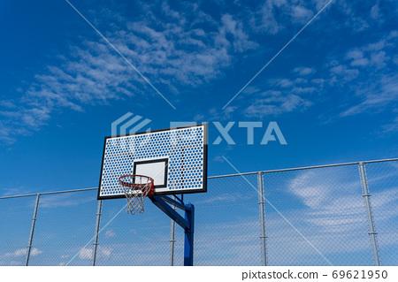 藍天照耀的籃球場 69621950