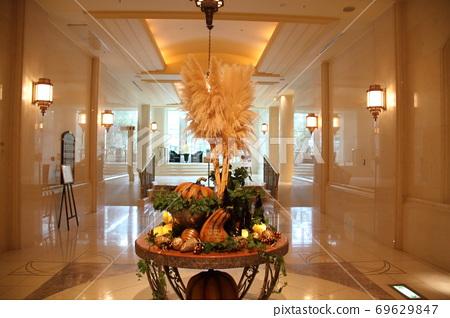 할로윈 외국계 호텔 로비의 오브제 69629847