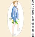 回望和行走的女人的插圖 69630359