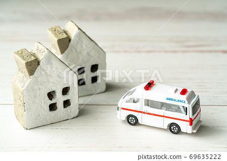 緊急車輛沖向房屋 69635222