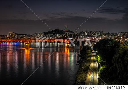 seongsu bridge and namsan tower 69638359