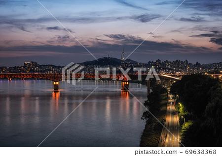 seongsu bridge and namsan tower 69638368